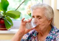 copo-agua-idoso