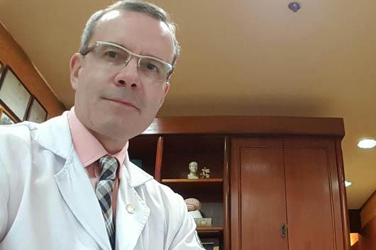 O médico neurologista Abelardo Araújo esclarece dúvidas sobre a sobre a Síndrome de Guillain-Barré. Foto: Agência Fiocruz.