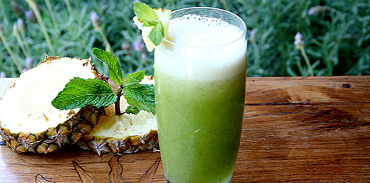 suco-couve-com-abacaxi