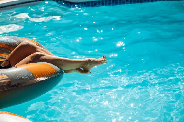 -piscina_176420-3933